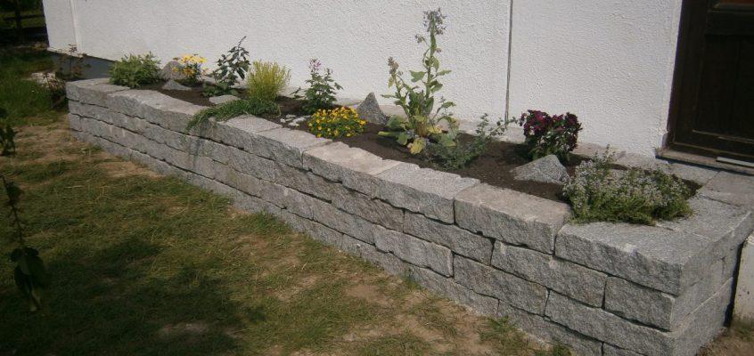 Hochbeet aus Granit-Steinen